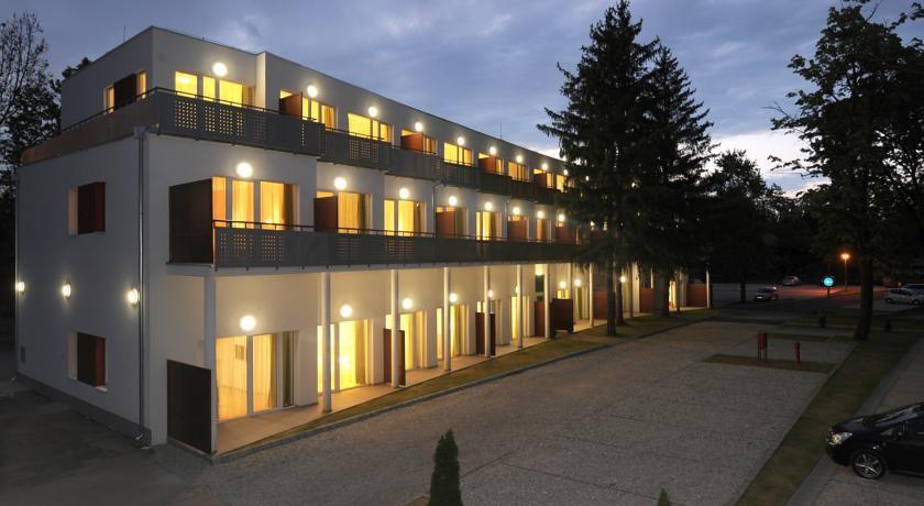 Hunguest Hotel Béke 4*