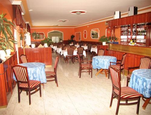 Family Club Hotel & Apartments 4*