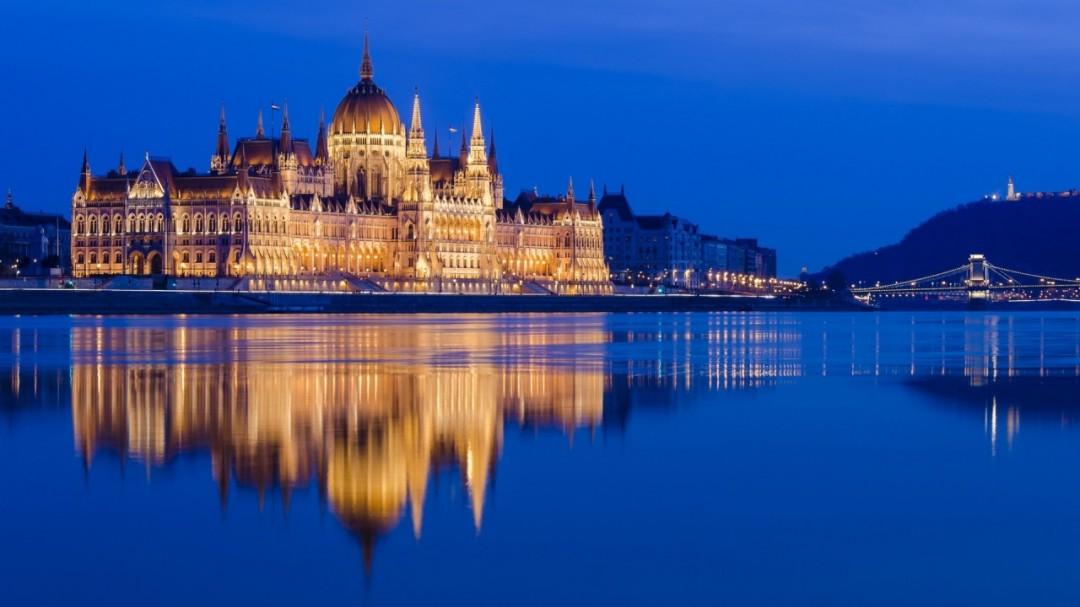 Вечерняя прогулка по Дунаю на корабле «Legenda»  Budapest